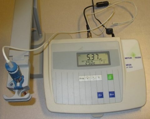 Mettler MP225 pH Meter