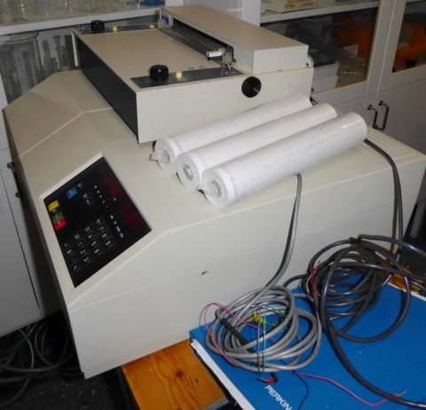P-E Lambda 3 UV-VIS spectrophotometer with recorder
