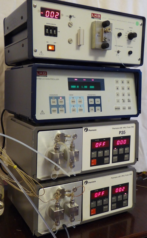 LKB 2150 gradient HPLC system with UV detector
