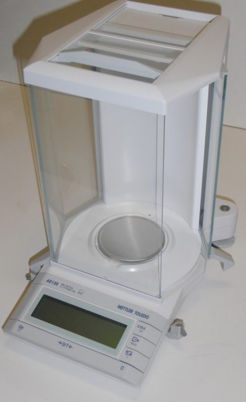 Mettler AG 135 5-decimal analyticalbalance for high precision weighing