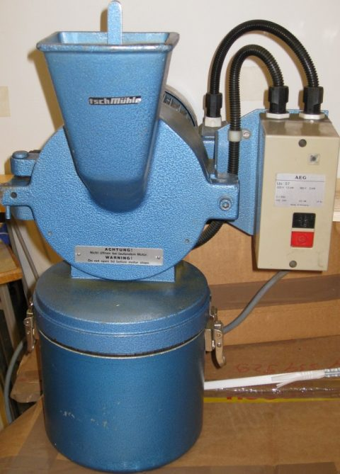 Retsch Mühle, knife mill for homogenizing seed, plants etc.